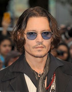 Johnny Depp Dark Shadows UK Premiere 3 250x321 Johnny Depp dementiert Trennung von Vanessa Paradis