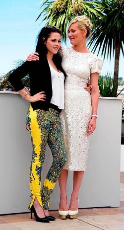 Kristen Stewart Kirsten Dunst On The Road Photocall Cannes 2 250x463 Kristen Stewart: Zu selbstbewusst als Teenager