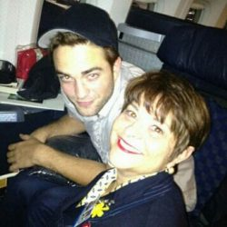 Robert Pattinson Flugzeug Stewardess Tante 250x250 Robert Pattinson hat Geburtstag   Endlich 26!