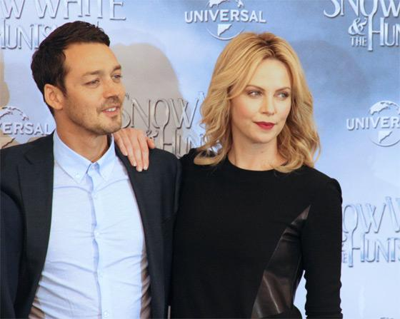Rupert-Sanders-Charlize-Theron-Snow-White-Fan-Event-Berlin-2