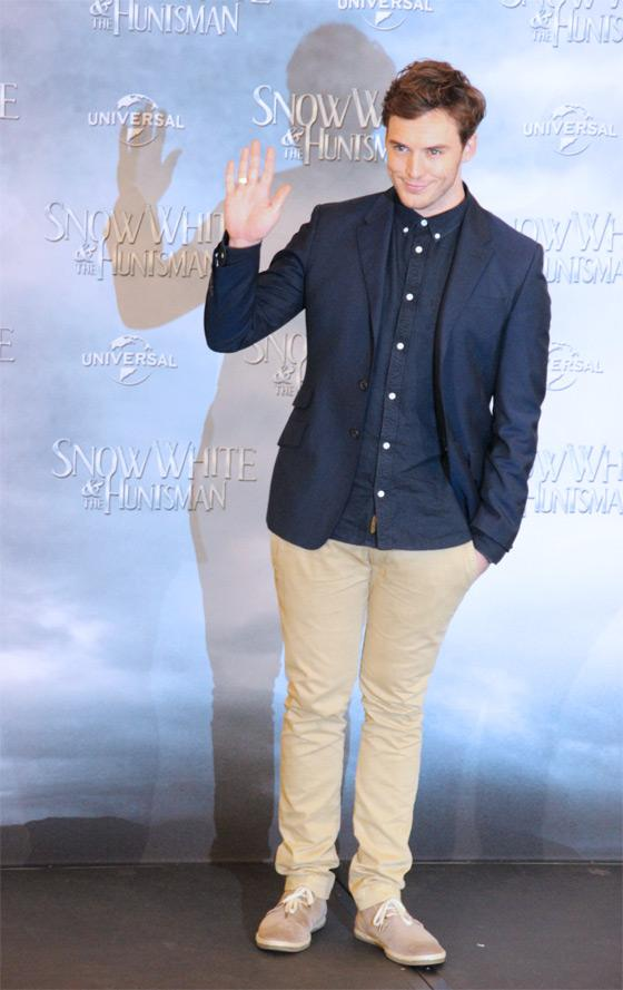 Sam-Claflin-Snow-White-Fan-Event-Berlin-4