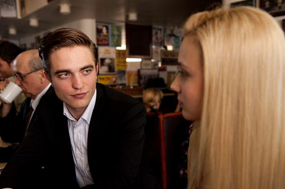 Robert Pattinson Cosmopolis Still Juni 2012 10 Robert Pattinson: Cosmopolis toppt Specialty Box Office