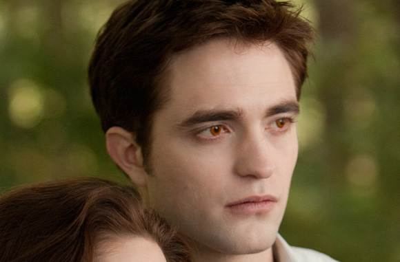Robert Pattinson Edward Cullen Breaking Dawn 2 Breaking Dawn 2: Neue Stills   Bella beim Armdrücken!