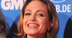 Angelina-Jolie-Berlinale-2012-Cinema-For-Peace-Vorschau