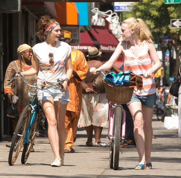 Dakota Fanning Elizabeth Olsen Very Good Girls Set Rad 2 Dakota Fanning und Elizabeth Olsen mit dem Rad durch New York