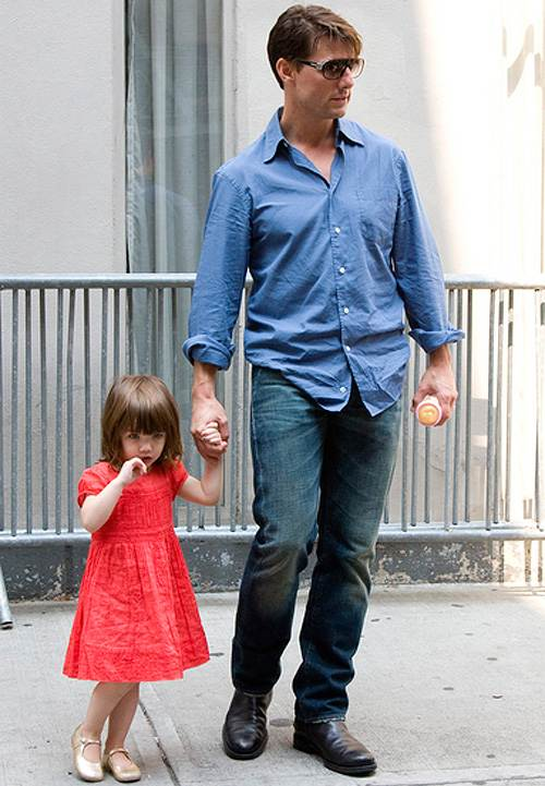 Tom Cruise Suri Cruise 2008 Tom Cruise besuchte Töchterchen Suri in New York