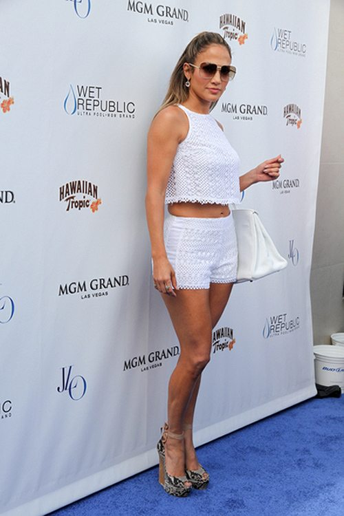 Jennifer-Lopez-Wet-Republic-Las-Vegas-3