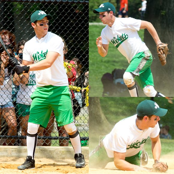 Nick Jonas Softball New York August 2012 Quadrat Nick Jonas sportlich in New York