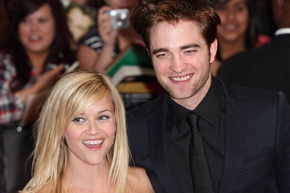 Reese Witherspoon Robert Pattinson Water For Elephants UK Premiere Robert Pattinson versteckt sich bei Reese Witherspoon