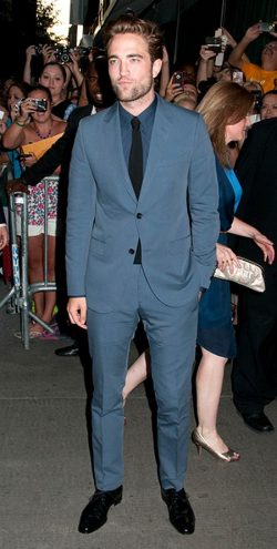 Robert Pattinson Cosmopolis Premiere New York 250x495 Robert Pattinson dementiert Breaking Dawn Millionen Gage