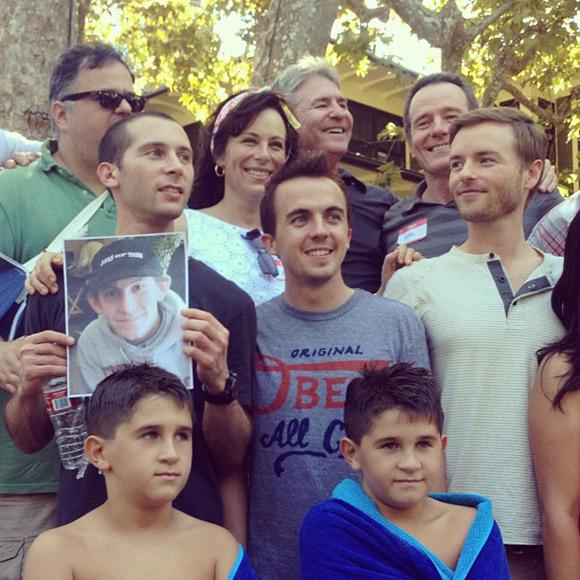 Bryan Cranston Frankie Muniz Malcolm in the Middle Cast Reunion Malcolm mittendrin: Große Cast Reunion!