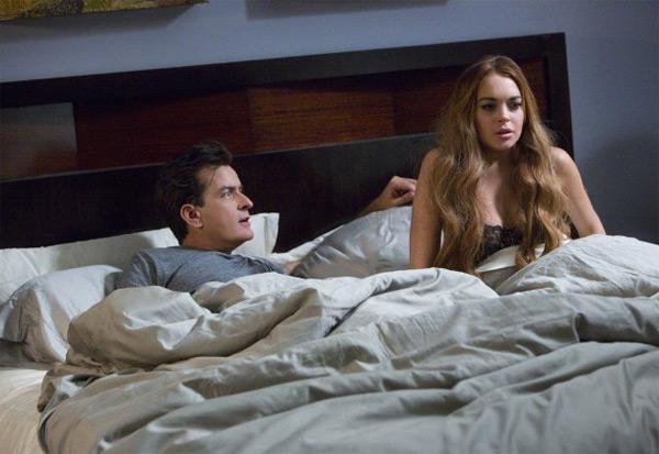 Lindsay Lohan Charlie Sheen Scary Movie 5 Charlie Sheen & Lindsay Lohan im Bett: Erstes Bild aus Scary Movie 5