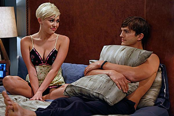 Miley Cyrus Ashton Kutcher Two and a Half Men 1 Miley Cyrus bei Two and a Half Men   Erste Bilder!