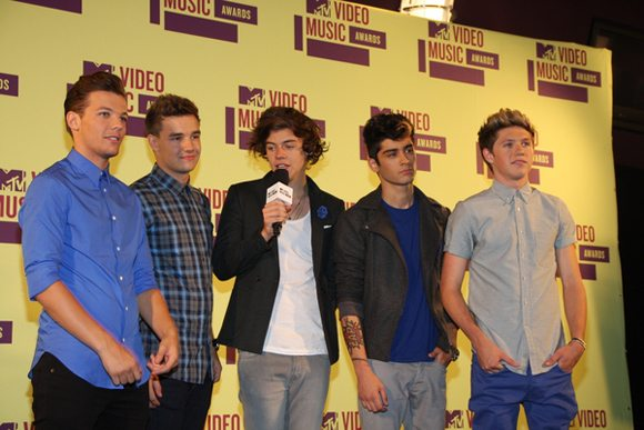 One Direction MTV Video Music Awards 2012 4 One Direction laden Robbie Williams in die Band ein