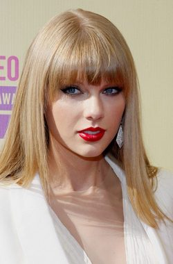 Taylor Swift MTV Video Music Awards 2012 4 250x380 Taylor Swift zieht trotz Trennung zu Conor Kennedy