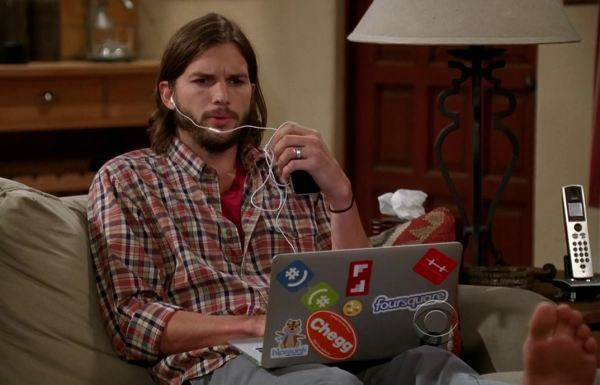 Ashton-Kutcher-Two-and-a-Half-Men-Couch