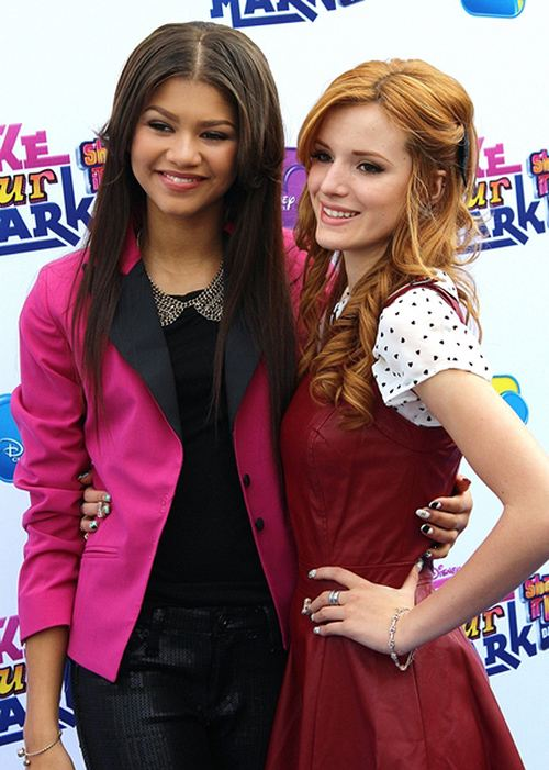 Bella Thorne Zendaya Shake it Up Dance Off 2 Bella Thorne und Zendaya beim Shake it Up Dance Off
