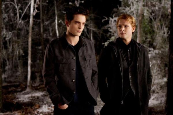 "Robert Pattinson & Peter Facinelli in ""Breaking Dawn 2"""