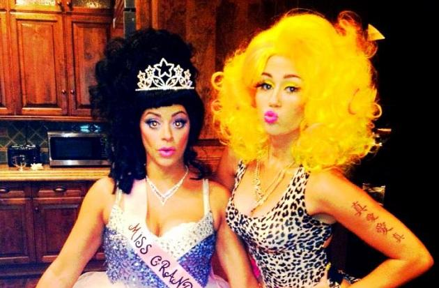 Miley Cyrus Halloweenparty Nicki Minaj klein Miley Cyrus: Halloween Party als Nicki Minaj