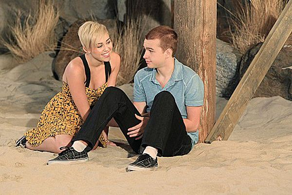 Miley-Cyrus-Two-and-a-Half-Men-Episode-2-2