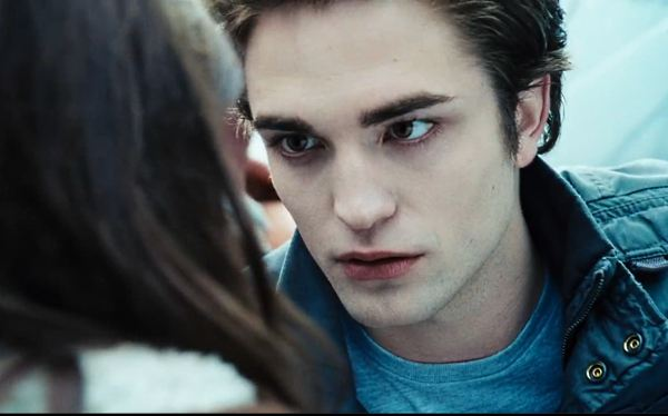 Robert Pattinson Edward Twilight Auto Breaking Dawn 2: TV Spot Four Years
