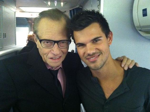 Taylor Lautner Larry King Twitter Taylor Lauter: Breaking Dawn Promotion hat begonnen