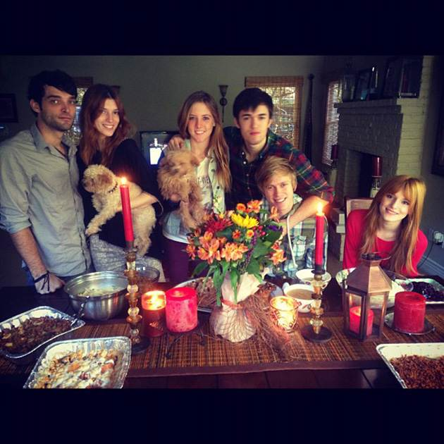 Bella-Thorne-Familie-Tristan-Klier-Thanksgiving