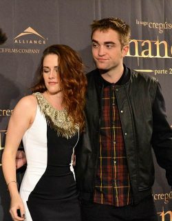 Robert-Pattinson-Kristen-Stewart-Breaking-Dawn-2-Photocall-Madrid-2-250x321