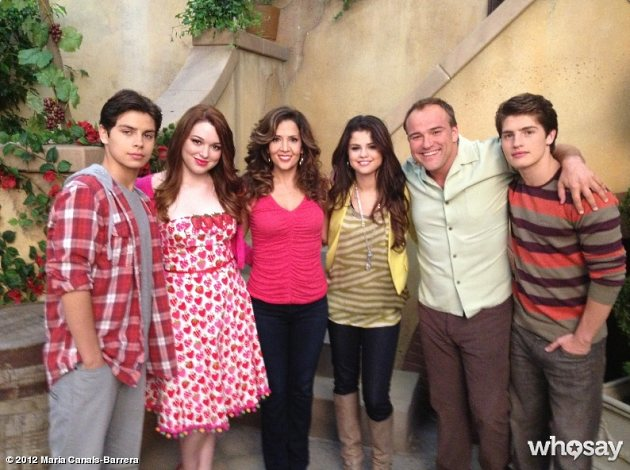 Selena-Gomez-Wizards-Of-Waverly-Place-Film-letzter-Drehtag-3 Bild