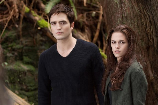 Robert-Pattinson-Kristen-Stewart-Breaking-Dawn-2-Still