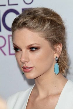 Peoples-Choice-Awards-2013-Taylor-Swift-4-250x375