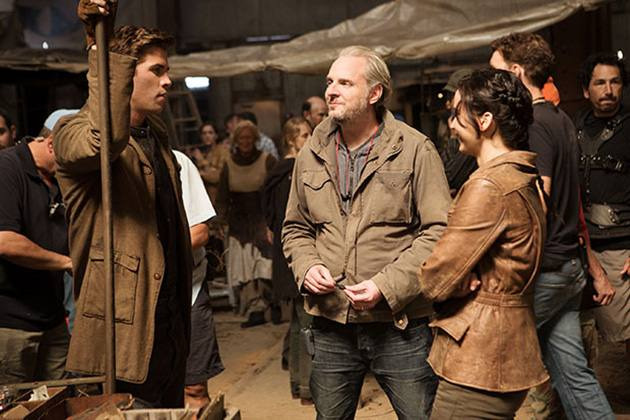 The-Hunges-Games-Catching-Fire-Liam-Hemsworth-Jennifer-Lawrence-Set