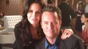 Matthew-Perry-Courteney-Cox-Go-On-Set-Vorschau
