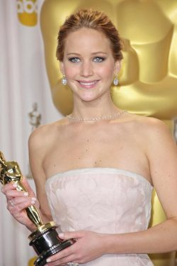 Oscar 2013 Press Room Jennifer Lawrence 250x375 Jennifer Lawrence: Blackout bei Oscar Dankesrede