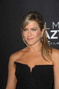 Jennifer-Aniston-Call-Me-Crazy-Premiere-4-250x375