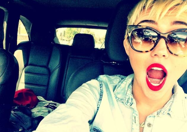 Miley-Cyrus-16.-April-2013-Twitter