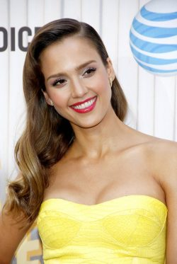 Jessica-Alba-TV-Guys-Choice-Awards-2013-5-250x373