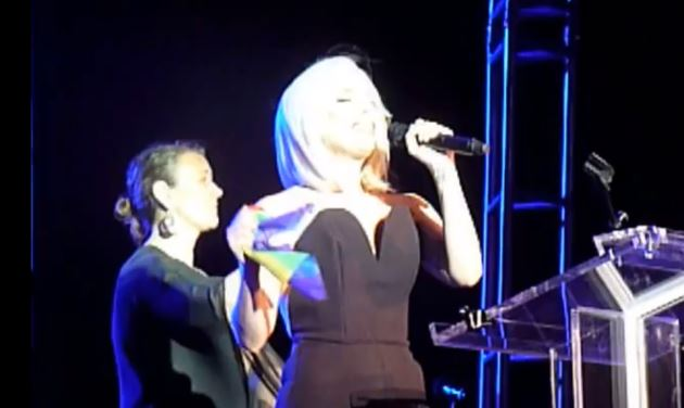 Lady Gaga Schwulenparade New York Nationalhymne Lady Gaga singt Nationalhymne bei Homosexuellen Kundgebung (Video)