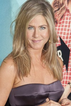 Jennifer-Aniston-Were-the-Millers-Premiere-NY-3-250x370