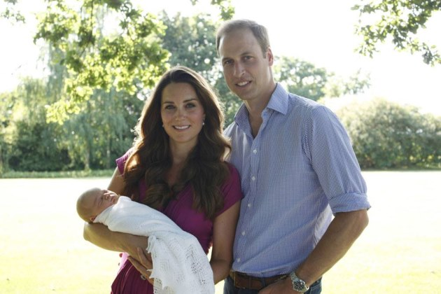 Kate-Middleton-Prinz-William-Baby-George-Official-Photo-1
