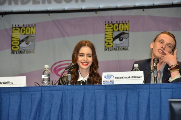 Lily-Collins-Jamie-Campbell-Bower-Wonder-Con-2013