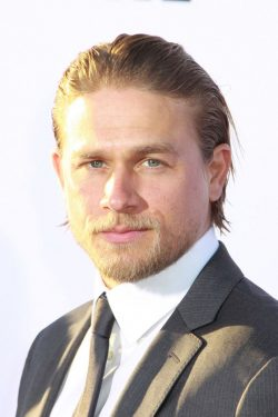 Charlie-Hunnam-Sons-Of-Anarchy-Premiere-07-250x375