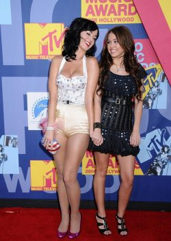 Katy-Perry-Miley-Cyrus-MTV-Video-Music-Awards-2008-250x352