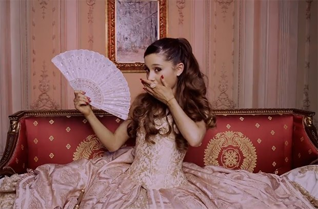 Ariana-Grande-Right-There-Musikvideo