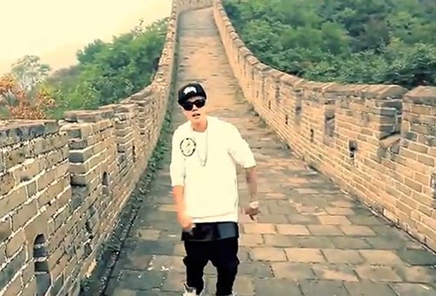 Justin-Bieber-All-That-Matters-Great-Wall-Of-China-Viral-Video