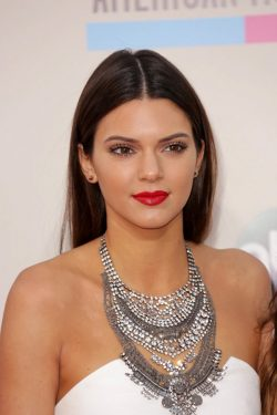 Kendall-Jenner-American-Music-Awards-2013-1-250x375