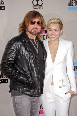 Miley-Billy-Ray-Cyrus-American-Music-Awards-2013-2-250x375