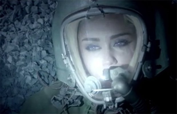 Miley-Cyrus-Real-and-True-Musikvideo-Future