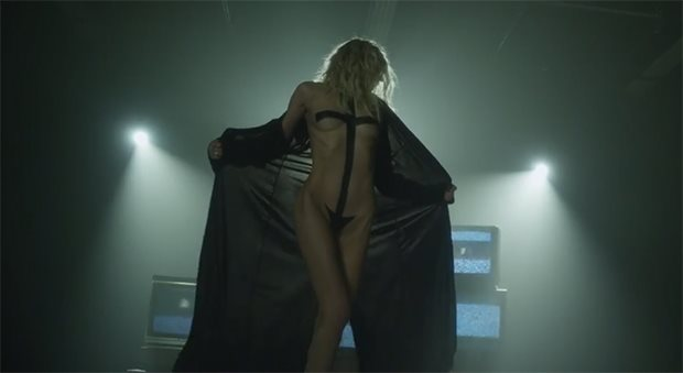 Taylor-Momsen-The-Pretty-Reckless-Heaven-Knows-Musikvideo