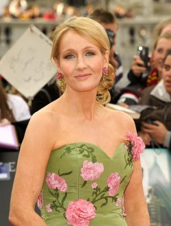 JK-Rowling-Harry-Potter-and-the-Deathly-Hallows-Part-2-Weltpremiere-250x329